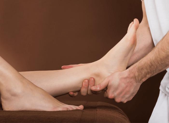 LEKKIM KROKIEM – dlaczego tak ważny dla kobiet jest masaż stóp