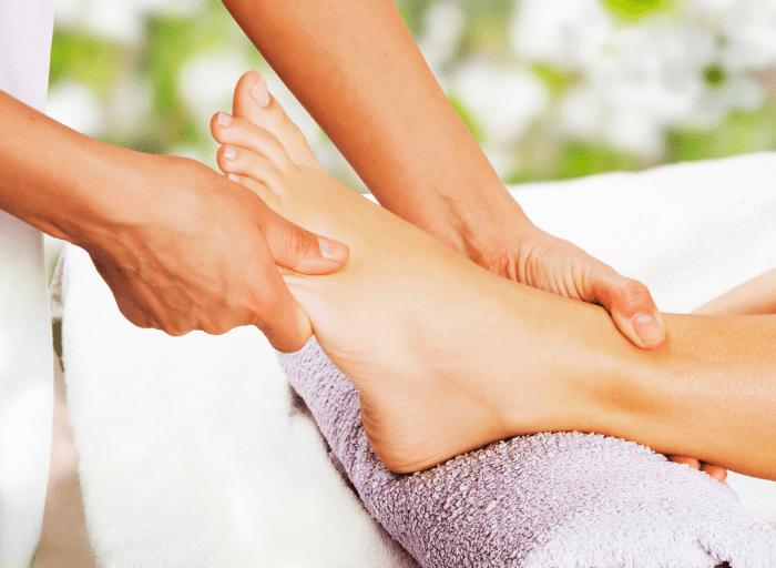 LEKKIM KROKIEM dlaczego tak wazny dla kobiet jest masaz stop2 3 LEKKIM KROKIEM   dlaczego tak ważny dla kobiet jest masaż stóp