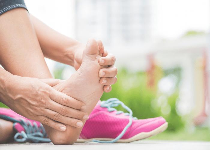 Obuwie a problemy ze stopami Czy zle dobrane buty moga powodowac schorzenia takie jak modzele czy wrastajace paznokcie1 Obuwie a problemy ze stopami? Czy źle dobrane buty mogą powodować schorzenia takie jak modzele czy wrastające paznokcie?