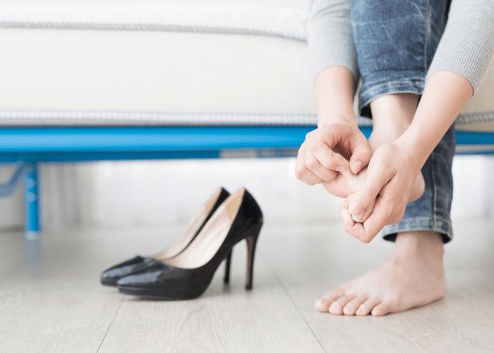 Obuwie a problemy ze stopami Czy zle dobrane buty moga powodowac schorzenia takie jak modzele czy wrastajace paznokcie2 1 Obuwie a problemy ze stopami? Czy źle dobrane buty mogą powodować schorzenia takie jak modzele czy wrastające paznokcie?