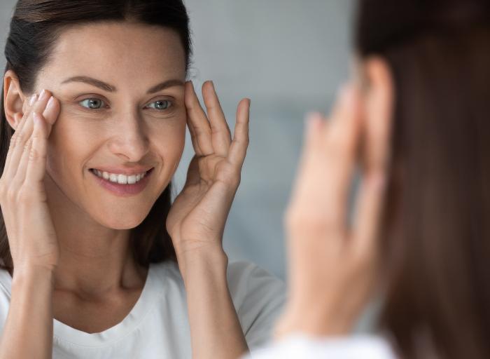 Skóra wokół oczu – jakie zabiegi pomogą w odmłodzeniu i rewitalizacji?