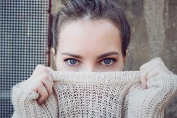 Starzenie okolic oczu. Jak się z nim uporać i jak mu zapobiec?