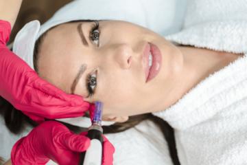 Mezoterapia igłowa i karboksyterapia - Twoja pomoc w walce z cieniami pod oczami!