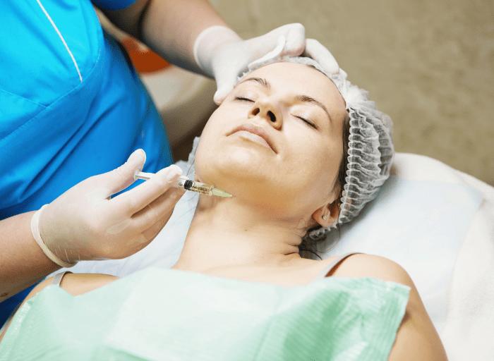 Poznaj najskuteczniejsze zabiegi kosmetyczne dla kobiet po 50 roku zycia2 2 Poznaj najskuteczniejsze zabiegi kosmetyczne dla kobiet po 50 roku życia