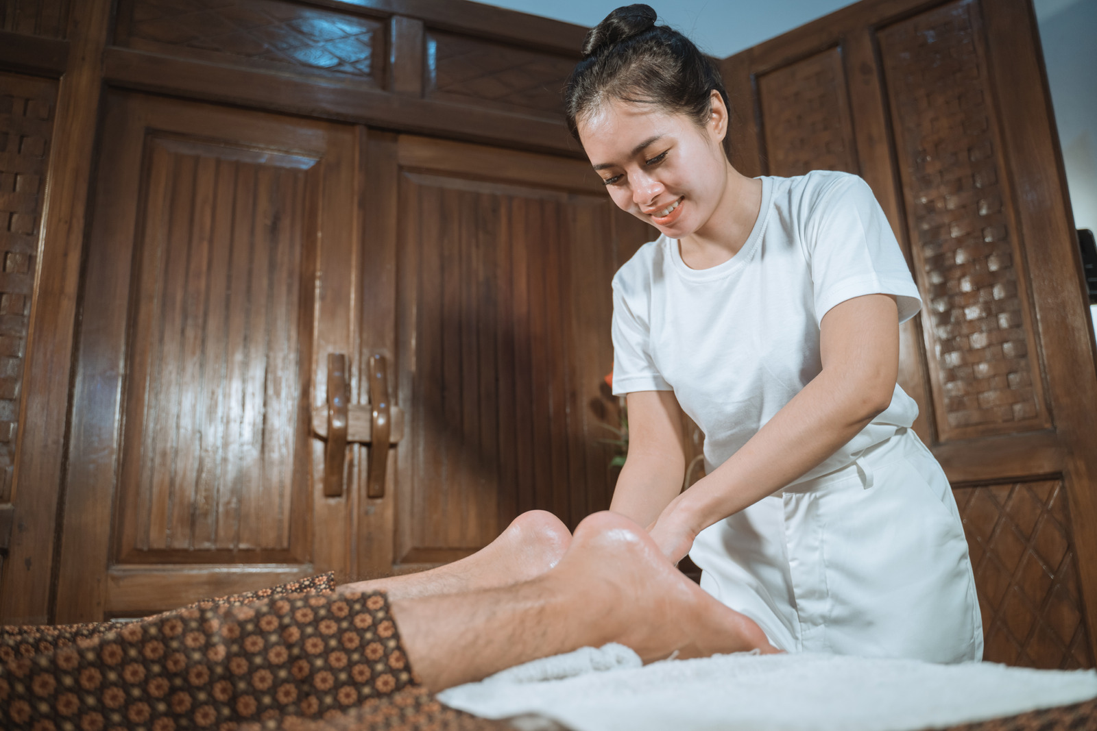 s2 2 2 Why a foot massage is so important for women