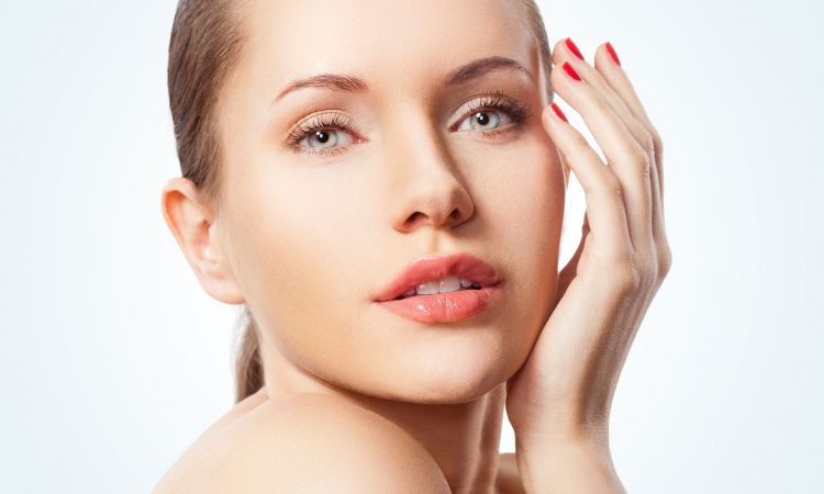 Skuteczne zabiegi medycyny estetycznej na twarz, ciało i pod oczy