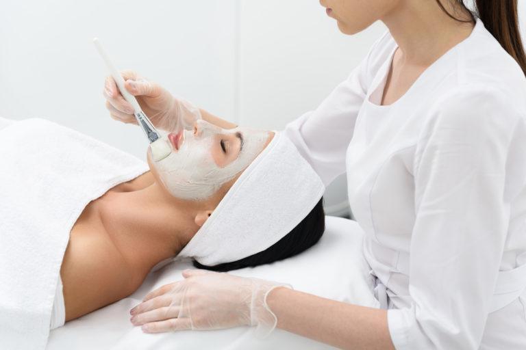 Mikrodermabrazja diamentowa – Poznaj sposób na gładką skórę