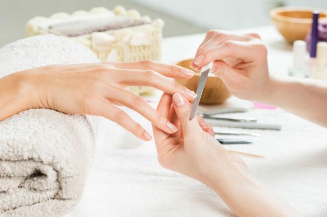 Manicure opilowanie Wszystko, co chciałabyś wiedzieć o manicure żelowym