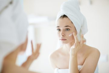 Facial cleansing in the cosmetic office without secrets