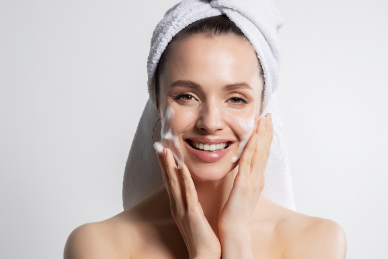 mycie twarzy Manual cleansing. When to decide?