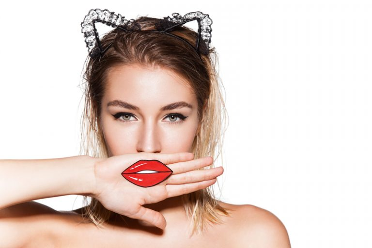 Jak usunąć wąsik? Pozbadź się niechcianego owłosienia z twarzy
