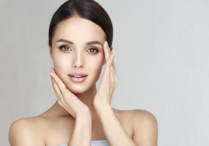 Na czym polega oczyszczanie twarzy u kosmetyczki?