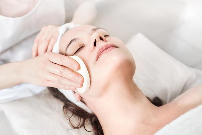 Na czym polega oczyszczanie twarzy u kosmetyczki2 Na czym polega oczyszczanie twarzy u kosmetyczki?
