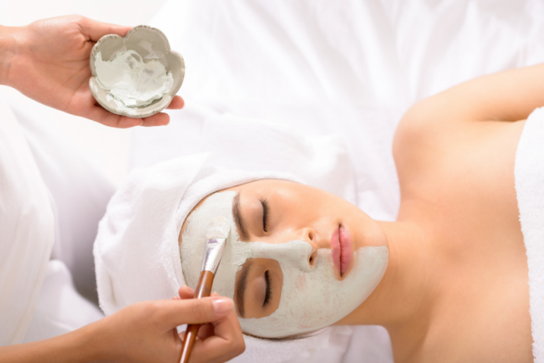 Manual face cleansing in a beauty salon – why is it worth it?