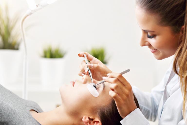 Eyelash extensions – what method to choose?